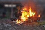 Dorohusk. Zdeterminowani przemytnicy  podpalili samochód z nielegalnymi papierosami – zobaczcie zdjęcia