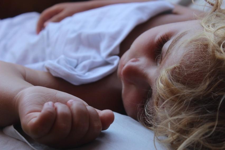 Dziecko 1-2 lata - powinno spać 11-14 godzin