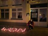 """Napis """"WON"""" przed biurem posła Prawa i Sprawiedliwości Andrzeja Kryja w Ostrowcu. W niedzielę na Rynku protest kobiet [ZDJĘCIA]"""