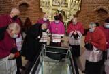 Tak wyglądają krypty w katedrze. Pogrzeby w kościele były już wieki temu!