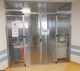 Koronawirus. Naukowcy z PWr skonstruowali ochronną śluzę do izolacji zakażonych. Zamontowano je w szpitalach w Legnicy i Wrocławiu