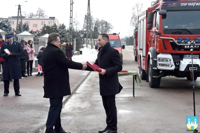 Uroczyste przekazanie oraz poświęcenie wozu ratowniczo - gaśniczego odbyło się w niedzielę 20 stycznia.