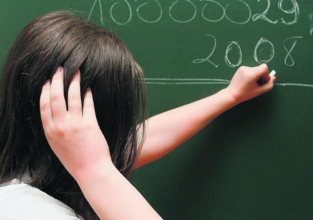 Uczniowie mający problemy z nauką, przygotowują się do poprawek