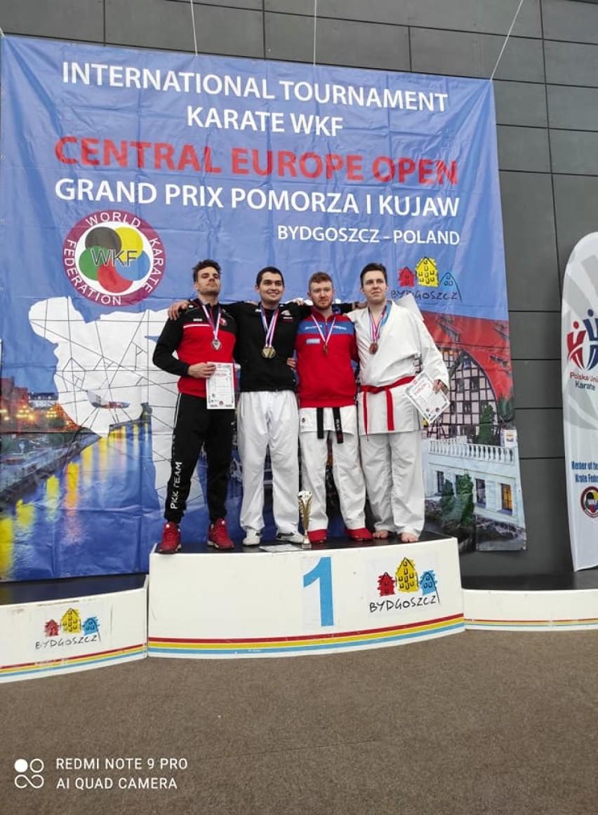 Pleszewski Klub Karate w Bydgoszczy reprezentowało 13 zawodników. Wywalczyli oni 10 medali
