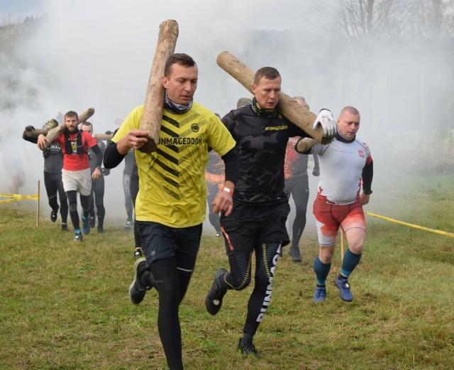 W sobotę w Lesku rozpoczął się Runmageddon. Organizator najpopularniejszego w Polsce cyklu biegów z przeszkodami, po raz pierwszy zawitał w malowniczy rejon Bieszczad. Zobaczcie zdjęcia!