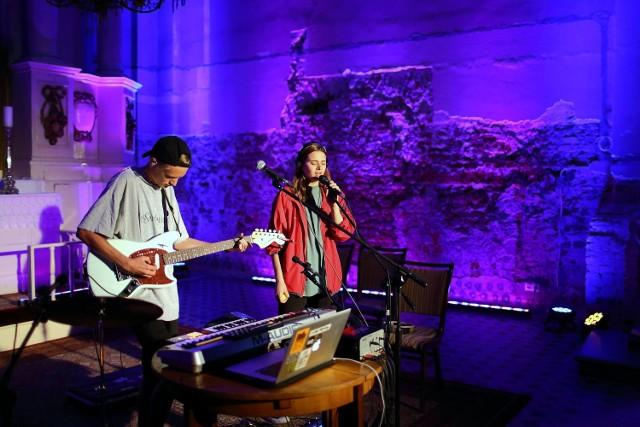 W Piotrkowie trwa PiotrkOFF Art Festiwal. Pierwszy koncert duetu Coals odbył się w kościele Ewangelicko - Augsburskim