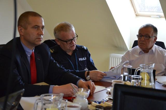 Bogdan Ryś, wójt Studzienic, na zdjęciu z lewej
