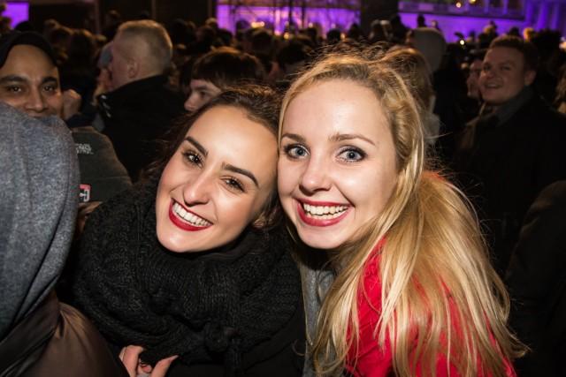 Sylwester miejski w Warszawie 2017. Wielkie powitanie Nowego Roku. Tak bawiliście się na placu Bankowym