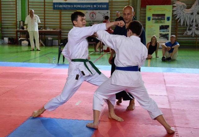 Reprezentanci Klubu Karate NIDAN Zielona Góra zdobyli w Głuchołazach 35 medali.