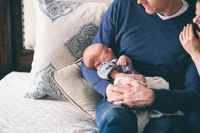 Od stycznia do maja 2021 roku blisko 3,4 tysiące ojców z województwa kujawsko-pomorskiego skorzystało z urlopu ojcowskiego