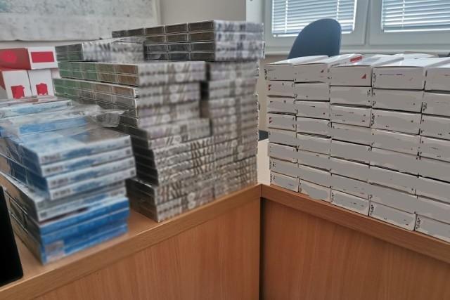 Policjanci z Lipna zabezpieczyli ponad 24 tys. sztuk nielegalnych papierosów. Przeszukali mieszkania trzech osób z gminy Dobrzyń nad Wisłą. Wszyscy usłyszą zarzuty