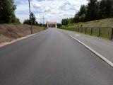 Mszana. Ulica Wodzisławska zamknięta. Układają asfalt na DW 933