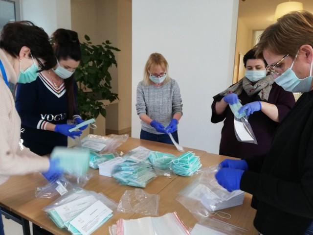 Koronawirus: Gmina Śrem rozpoczęła dystrybucję bezpłatnych maseczek