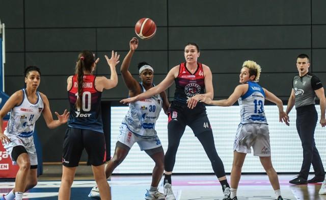 W sezonie zasadniczym ostatnich rozgrywek koszykarki FaleLokiKoki Rosmedia Basket-25 Bydgoszcz dwukrotnie pokonały zespól DGT AZS Politechnika Gdańska