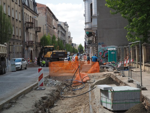 Remont ulicy Rewolucji 1905 roku w Łodzi.