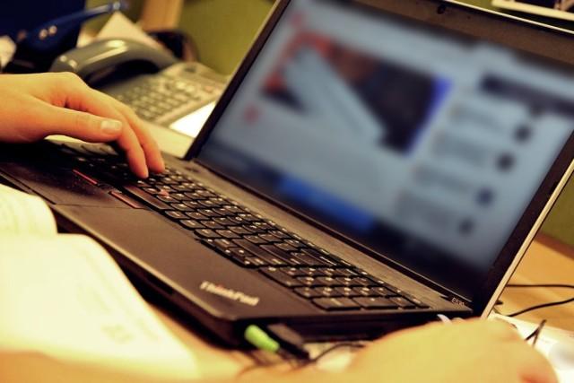 Jastrzębska policja ostrzega przed oszustami czającymi się w sieci.