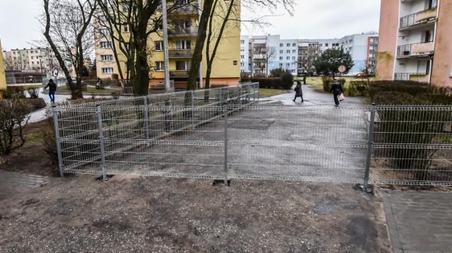 Taki widok powitał pewnego dnia mieszkańców jednego z osiedli w Bydgoszczy.  Przejdź do kolejnych zdjęć, używając strzałki w prawo lub przycisku NASTĘPNE.
