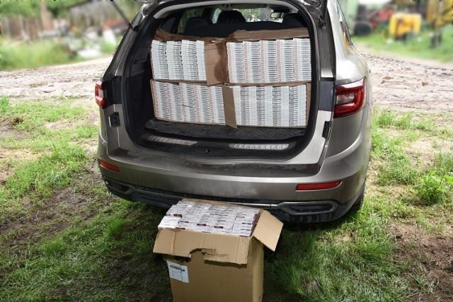 W zbiorniku na zboże kombajnu funkcjonariusze NOSG znaleźli 50 tys. szt. nielegalnych papierosów o wartości ponad 35 tys. zł
