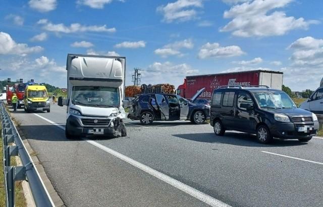 Wypadek pięciu samochodów na łączniku autostradowej obwodnicy Wrocławia. Zablokowana droga