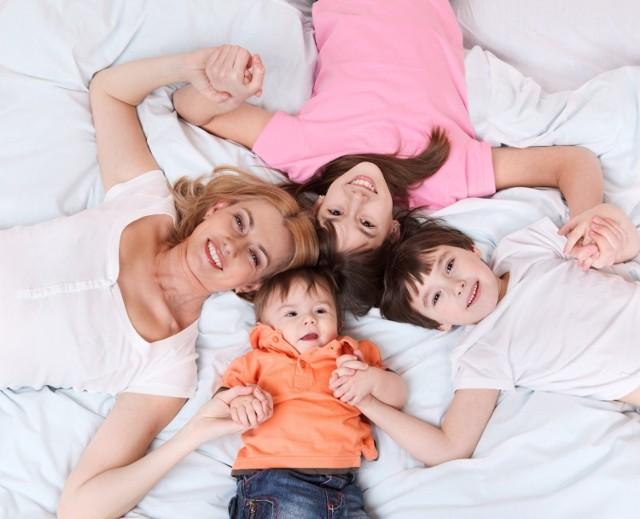 Z ulgi na dziecko w 2021 roku za 2020 rok mogą skorzystać podatnicy rozliczający się z dochodów na formularzach PIT-36 i PIT-37. Taką ulgę mogą uzyskać rodzice, opiekunowie prawni oraz rodzice zastępczy.