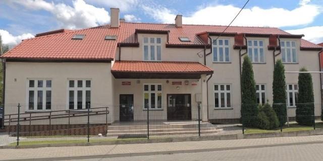 W ostatnich dniach zajęcia zawieszono w kilku szkołach na terenie powiatu brodnickiego, w tym m.in. w Szkole Podstawowej w Gortatowie z siedzibą w Szczuce