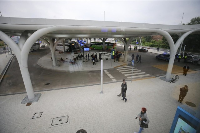Nowy międzynarodowy dworzec autobusowy w Katowicach przy ulicy Sądowej. Kosztował 66 mln zł. Został otwarty 30 września