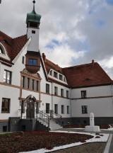 Lęborskie DPS-y otrzymały ponad 126 tys. zł z rezerwy województwa na walkę z koronawirusem