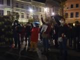 Strajk Kobiet w powiecie puckim: codziennie kobiety (i mężczyźni) demonstrują swoje poglądy i emocje. O co chodzi w Strajku Kobiet?