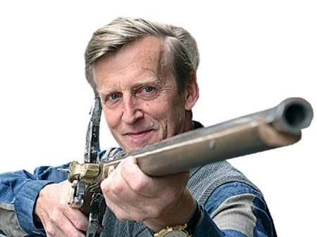 Rusznikarz Jan Wałga jako jedyny nad Olzą robi piękne strzelby cieszynki, które mimo wysokiej ceny pewnie chętnie kupiliby zamożni turyści. Teraz jednak nigdzie się ich  nie sprzedaje. zdjęcia: Wojciech Trzcionka