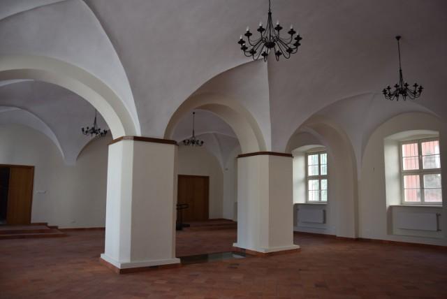 Starostwo Powiatowe w Kaliszu. Zabytkowa sala czeka na pierwszą wystawę