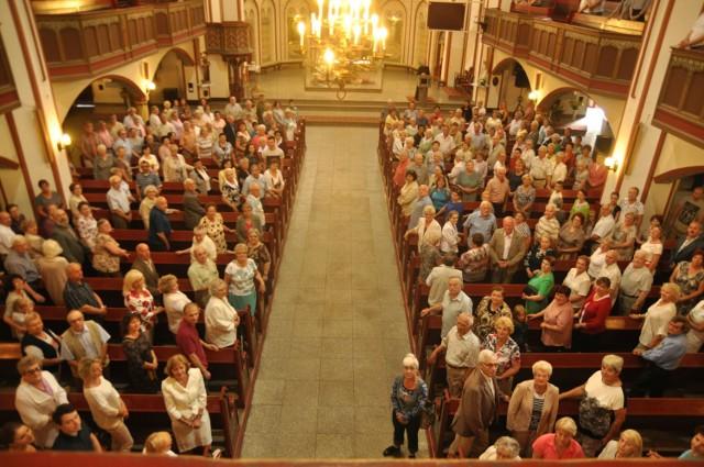 Wierni w kościele Mariackim na wspólnym zdjęciu sprzed 5 lat