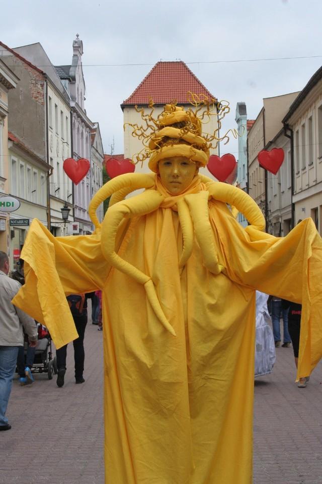 Dziś w Chełmnie na ul. Grudziądzkiej będzie okazja zobaczyć Festiwal Żywych Posągów