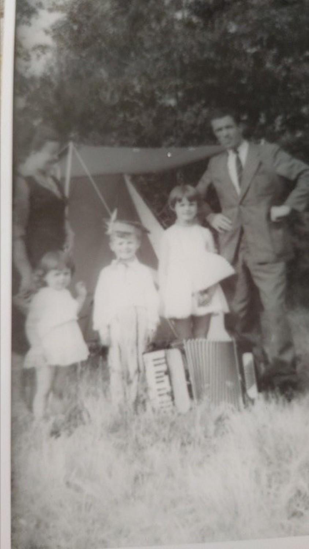 Córki i syn z ojcem Janem