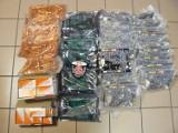 Bagaże pasażerów z Korei Południowej pełne niezgłoszonych towarów, które miały trafić do Polic.  Były to urządzenia i leki