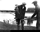 Kiedyś to było łowienie ryb! Tak wyglądało wędkowanie i inne sposoby połowu przed wojną oraz w czasie PRL [ARCHIWALNE ZDJĘCIA]