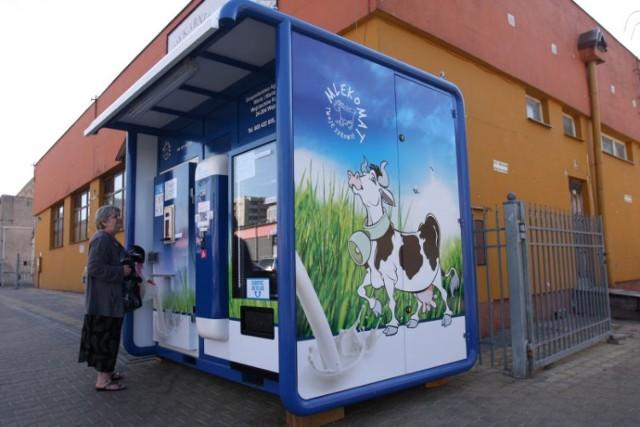 Od kilku dni przy ul. Jana Sawy wLublinie można kupić mleko z ...