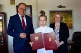 Nagroda dla Natalii Dudek. Uczennica PSP 6 w Radomsku doceniona za sukcesy w nauce i osiągnięcia sportowe
