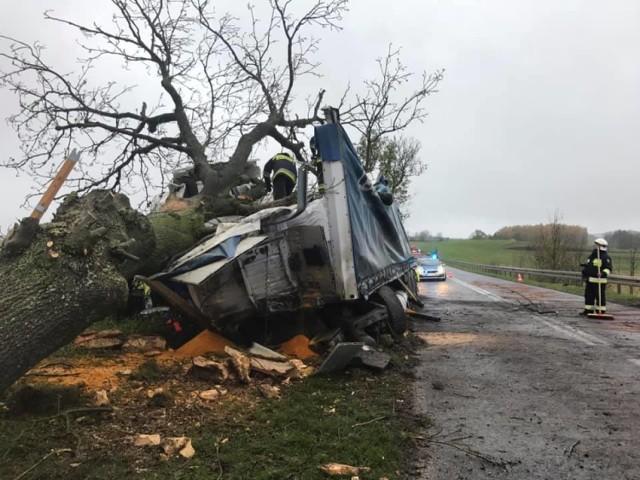 Wypadek na drodze nr 242 pod Szczerbinem