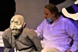 """Olbrzym rządzi sceną! Premiera dla najmłodszych w Lubuskim Teatrze w Zielonej Górze: """"Samolub"""" ma motywach opowiadania Oscara Wilde'a"""