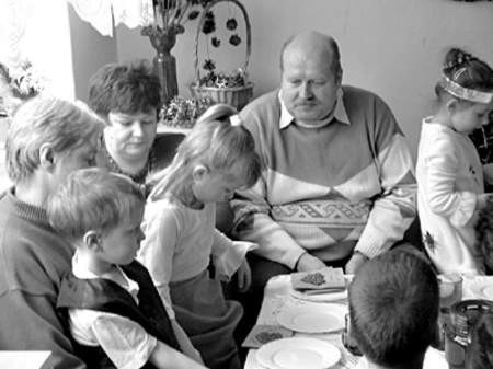 Laurki zrobione przez wnuczęta, były najpiękniejszymi prezentami dla babć i dziadków.