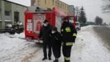 Szczepienia seniorów we Włodowicach: pomagają im strażacy OSP Rzędkowice
