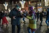 Karnawałowy taniec na placu Wolności w Szczecinku [zdjęcia]