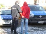 Aresztowali 33-latka podejrzanego za rozbój z użyciem paralizatora na stacji paliw w Straszynie