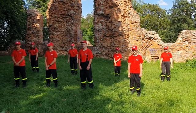 Młodzieżowa Drużyna Pożarnicza z Raciążka przystąpiła do #GaszynChallenge.
