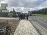 Chodnik w Pustyni już jest, w Brzeźnicy będzie nowe przejście dla pieszych