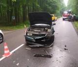 Gmina Przywidz. Wypadek na DW 221 pomiędzy Jodłownem a Czapielskiem - zderzenie dwóch samochodów |ZDJĘCIA