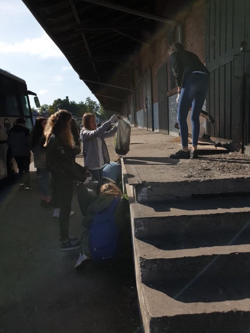 Sprzątali powiat ostrowski! Młodzież zebrała blisko 5 ton odpadów