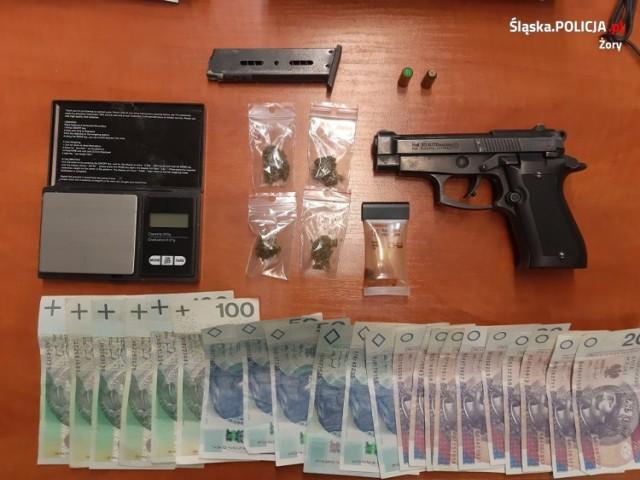 Przy jednym z zatrzymanych znaleziono broń i narkotyki