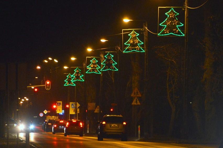 Świąteczne iluminacje w Końskich. Zachwycająca choinka (ZDJĘCIA)