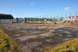 Ruszyła przebudowa boiska przy staszowskiej szkole podstawowej numer 3 (ZDJĘCIA)